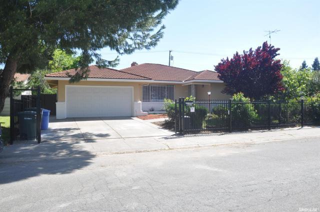 6897 Demaret Dr, Sacramento, CA 95822