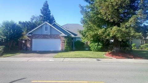 2322 W Tokay St, Lodi, CA 95242