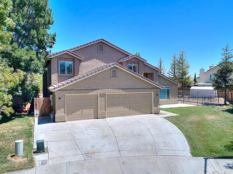 1711 Yellowstone Park Ct, Newman, CA 95360