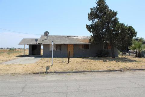 8895 Almond Ave, Dos Palos, CA 93620