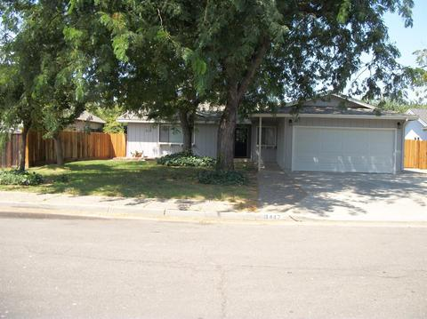 447 Sycamore Ave, Gustine, CA 95322