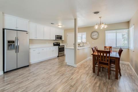 1008 Amberwood Rd, Sacramento, CA 95864