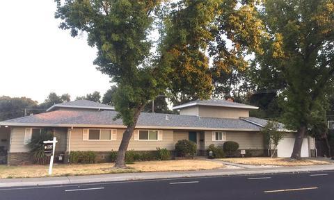 6760 S Land Park Dr, Sacramento, CA 95831