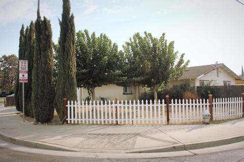 131 Pecan Ct, Los Banos, CA 93635