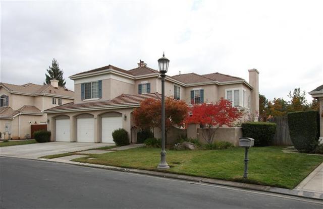 10609 N Pierpont Cir, Fresno, CA 93730