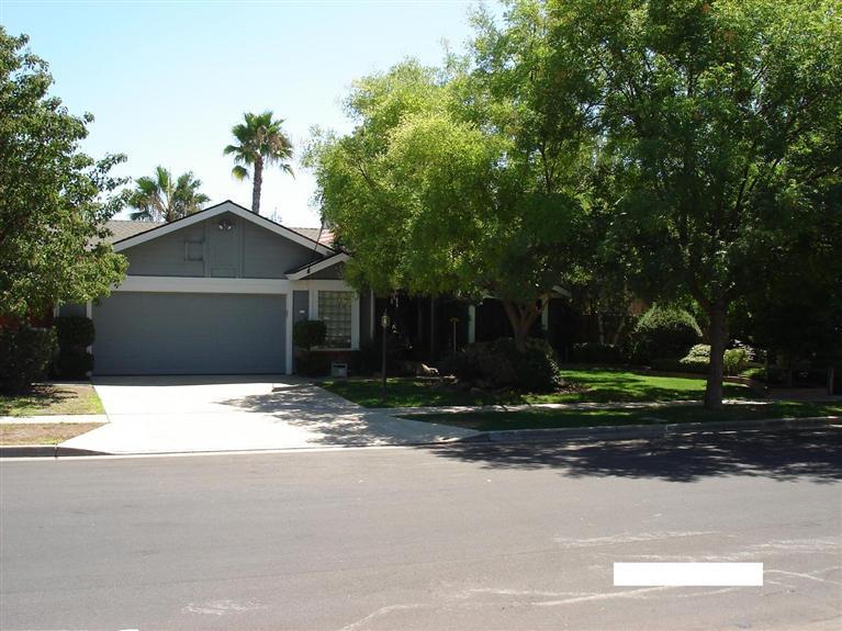 8268 N 7th St, Fresno CA 93720
