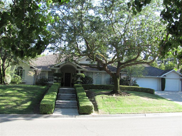 373 E Hillcrest Ave, Fresno CA 93720
