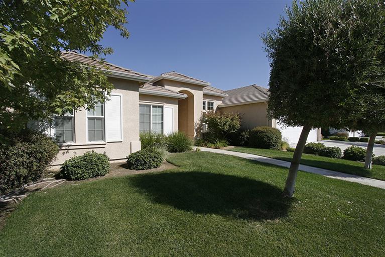 1945 Fairmont Avenue, Clovis, CA 93611