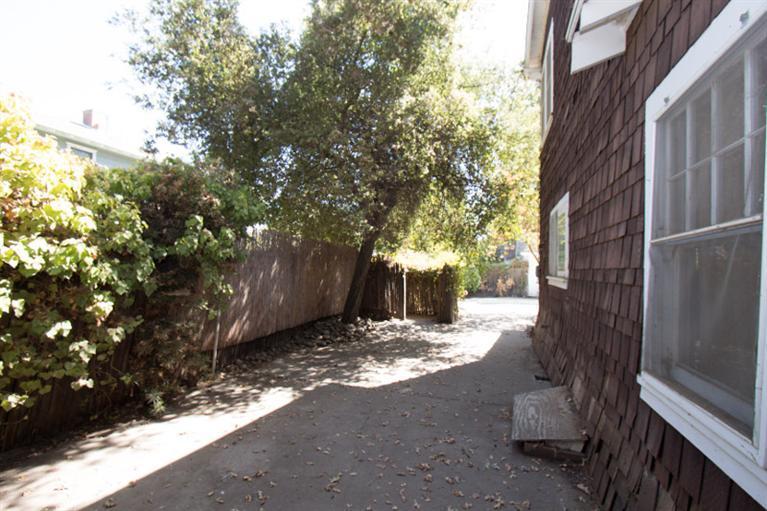 411 W Grove Ave Visalia, CA 93291