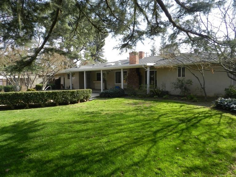 1608 W Dovewood Ln, Fresno CA 93711