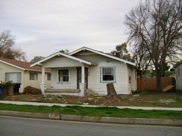 317 W Elm St, Hanford, CA 93230