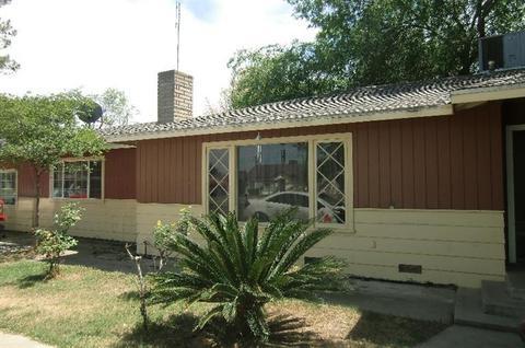 877 E Howard Ave, Pixley, CA 93256