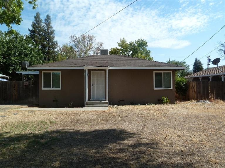 671 W Sample Ave, Fresno, CA