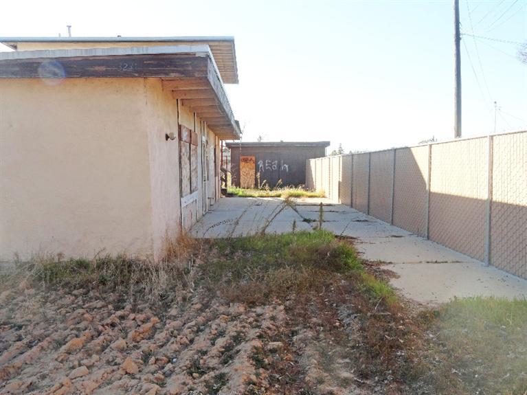 3231 N Valentine Ave, Fresno, CA