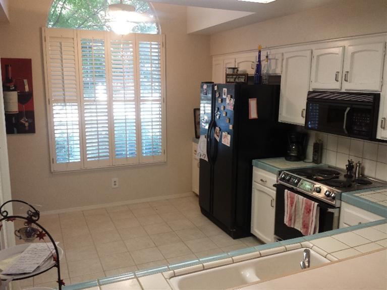 9128 N Stoneridge Ln, Fresno, CA