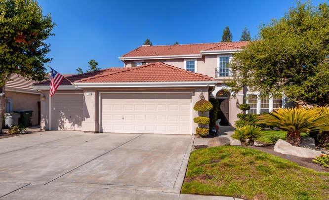 1588 E La Quinta Dr, Fresno, CA