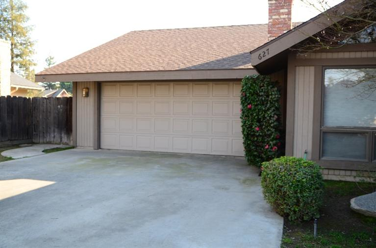 627 W Sycamore Ct, Reedley, CA