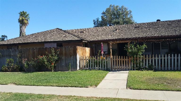 2419 W Carmen Ave, Fresno, CA