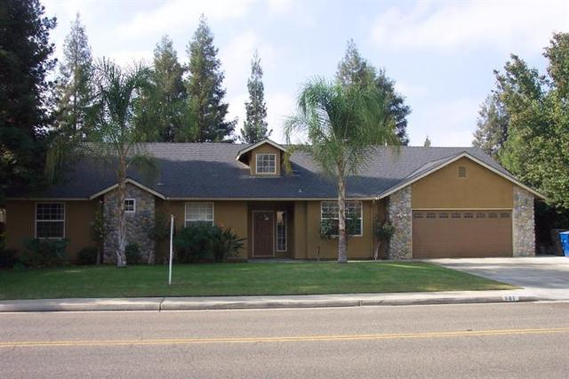 215 N Kings Dr, Reedley, CA