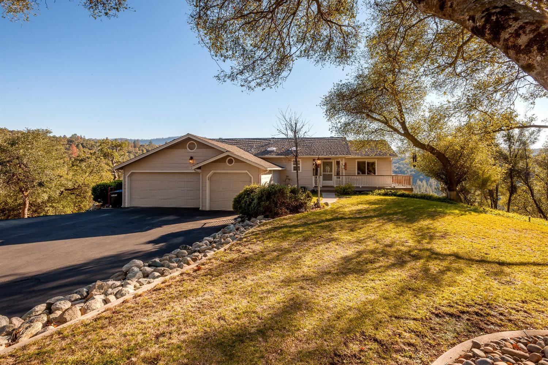 39397 Moonray Ln, Oakhurst, CA