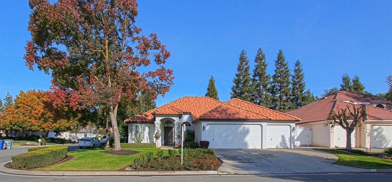 1284 E Omaha Ave, Fresno, CA
