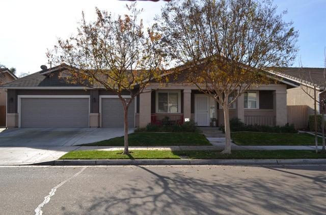 2349 E Evening Glow Ave, Reedley CA 93654