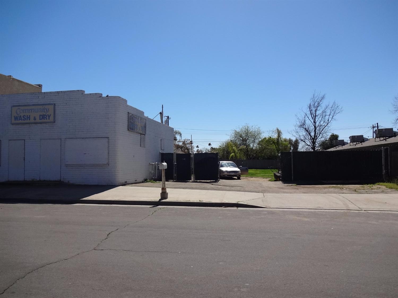 241 W Beechwood Ave, Fresno, CA