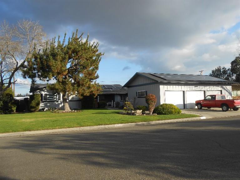 5524 N Vagedes Ave, Fresno, CA