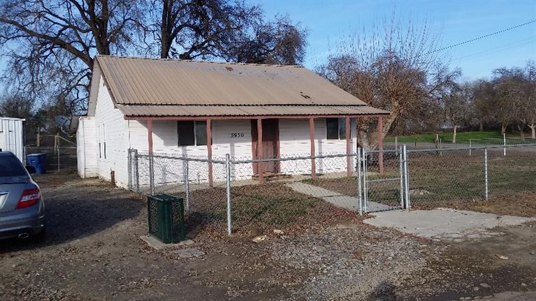 5932 E Riverdale Ave, Laton, CA
