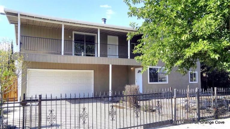 221 Center St, Orange Cove, CA