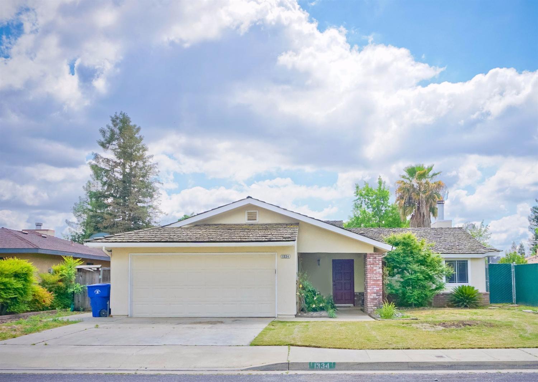 1334 Dakota Ave, Clovis, CA