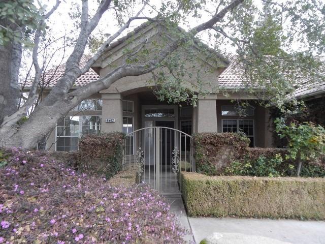 4562 W Oak Park Dr, Fresno, CA