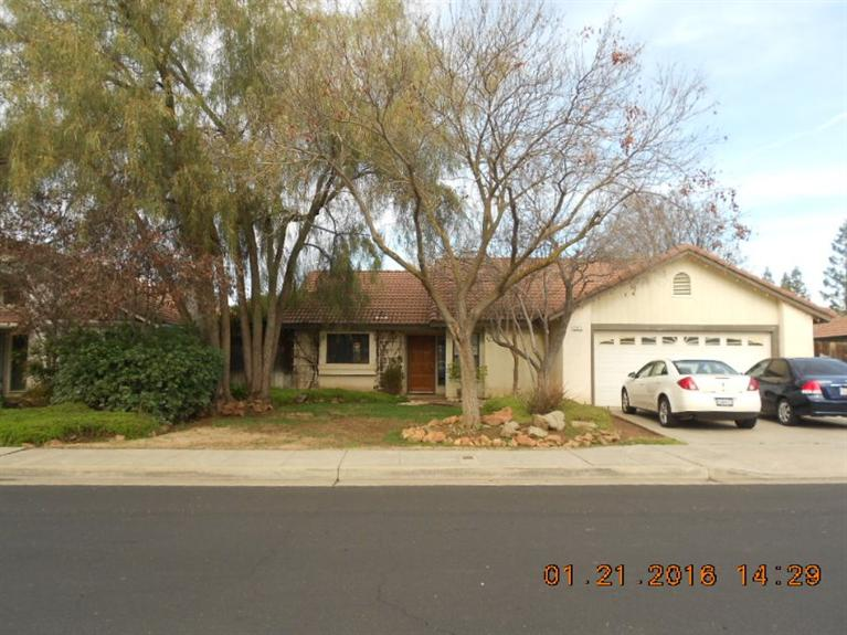2515 Los Altos Ave, Clovis, CA