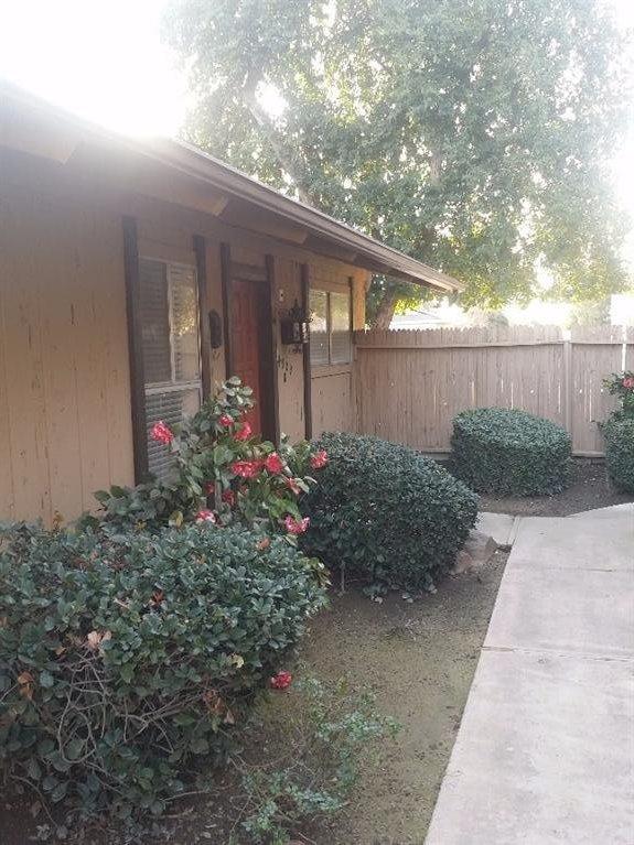 4909 N 7th St #APT h, Fresno, CA