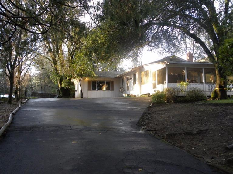 39718 Pine Ridge Way, Oakhurst, CA