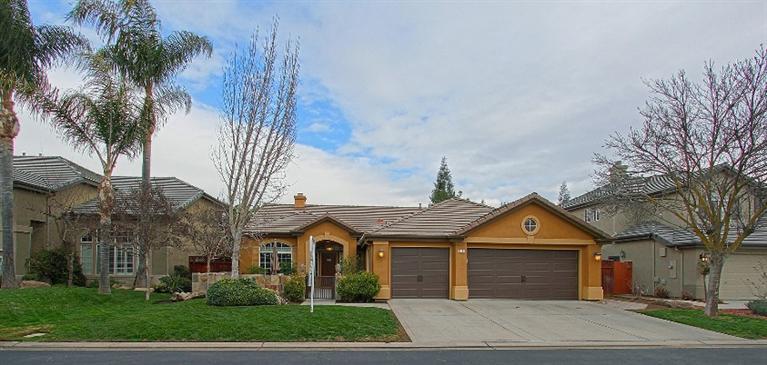 10294 N Sterling Ln, Fresno, CA