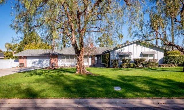 1536 W Robinwood Ln, Fresno CA 93711