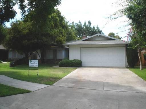 229 W Menlo Ave, Fresno, CA 93704