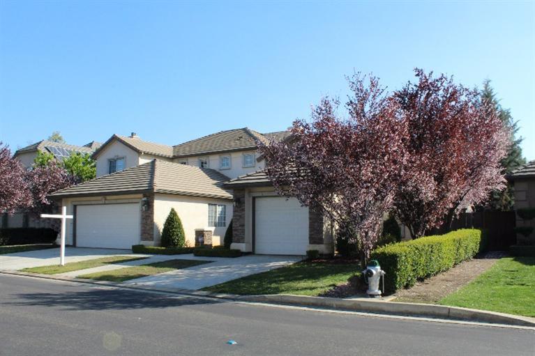 1713 E Shadow Glen Dr, Fresno, CA