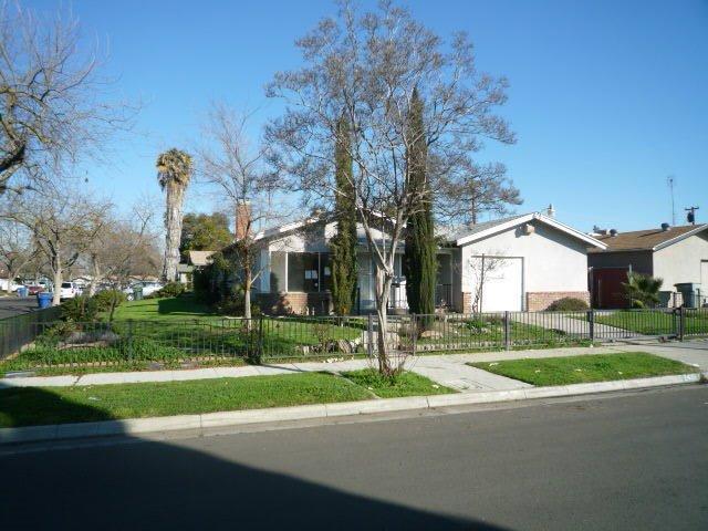2420 W Swift Ave, Fresno CA 93705