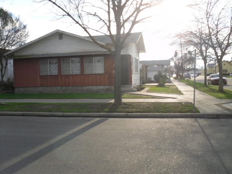1303 E St, Reedley, CA
