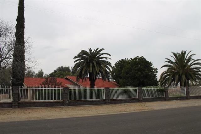 6938 E Harvey Ave, Fresno, CA