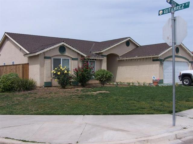207 N 5th St, Orange Cove, CA 93646