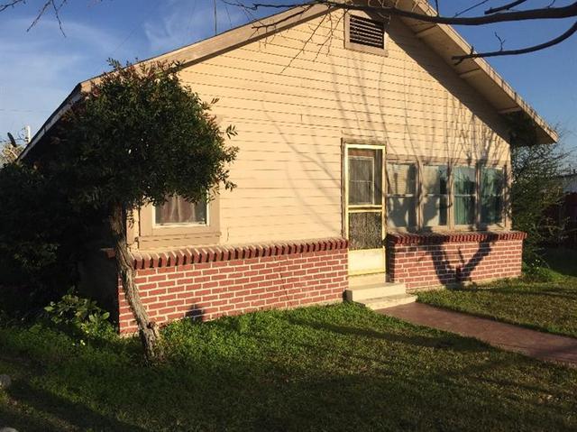 222 N Stanford Ave, Lindsay, CA 93247
