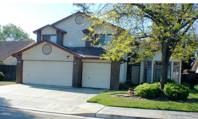 1525 E Omaha Ave, Fresno, CA