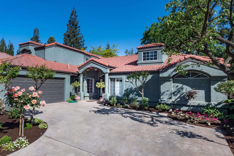 614 E Woodhaven Ln, Fresno, CA