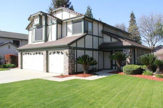 1140 N Homsy Ave, Clovis, CA