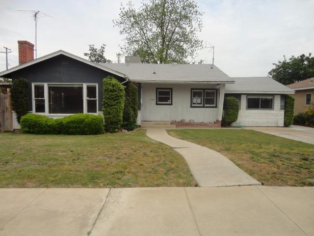 1138 S Church Ave, Reedley CA 93654