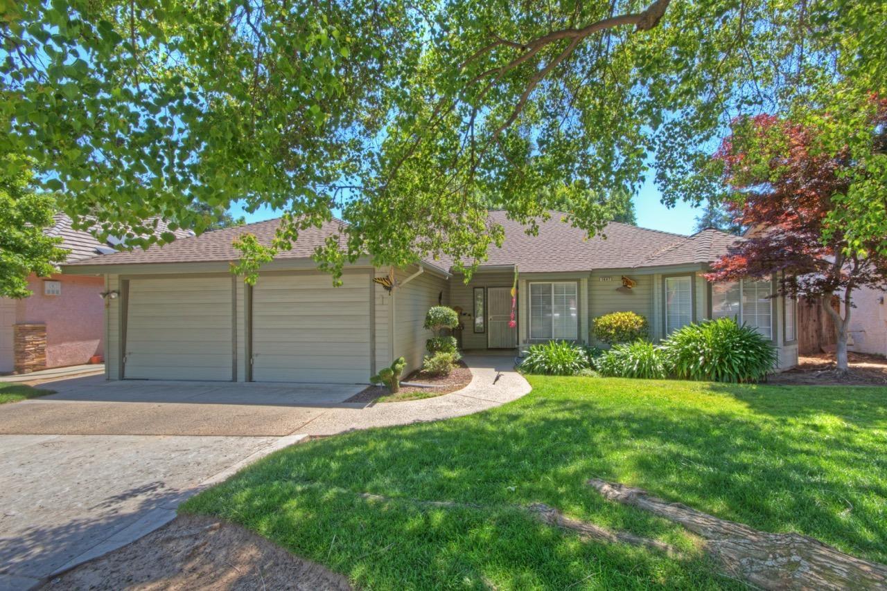 1447 E Omaha Ave, Fresno, CA