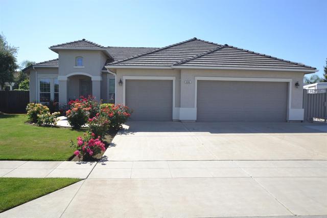 896 Greenfield Ave, Clovis CA 93611